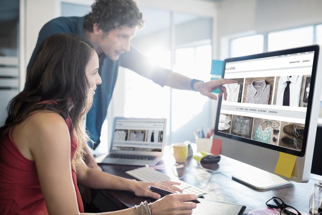 employees making ecommerce website